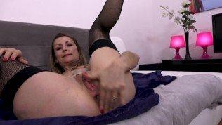 Pt1 Mère se fait fister anal/chatte par son fils & enculer profond
